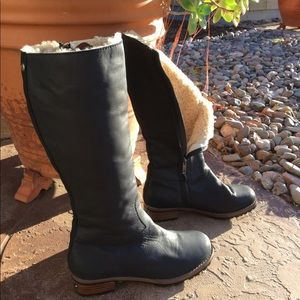 UGG Women's Broome Tall leather Black Boots size 7
